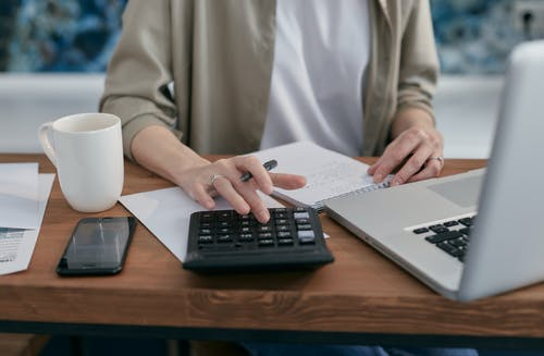 Supportive Tips on How to Stay Out of Debt